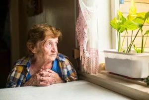 Как найти одинокого пожилого человека с квартирой