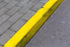 Что означает желтый бордюр